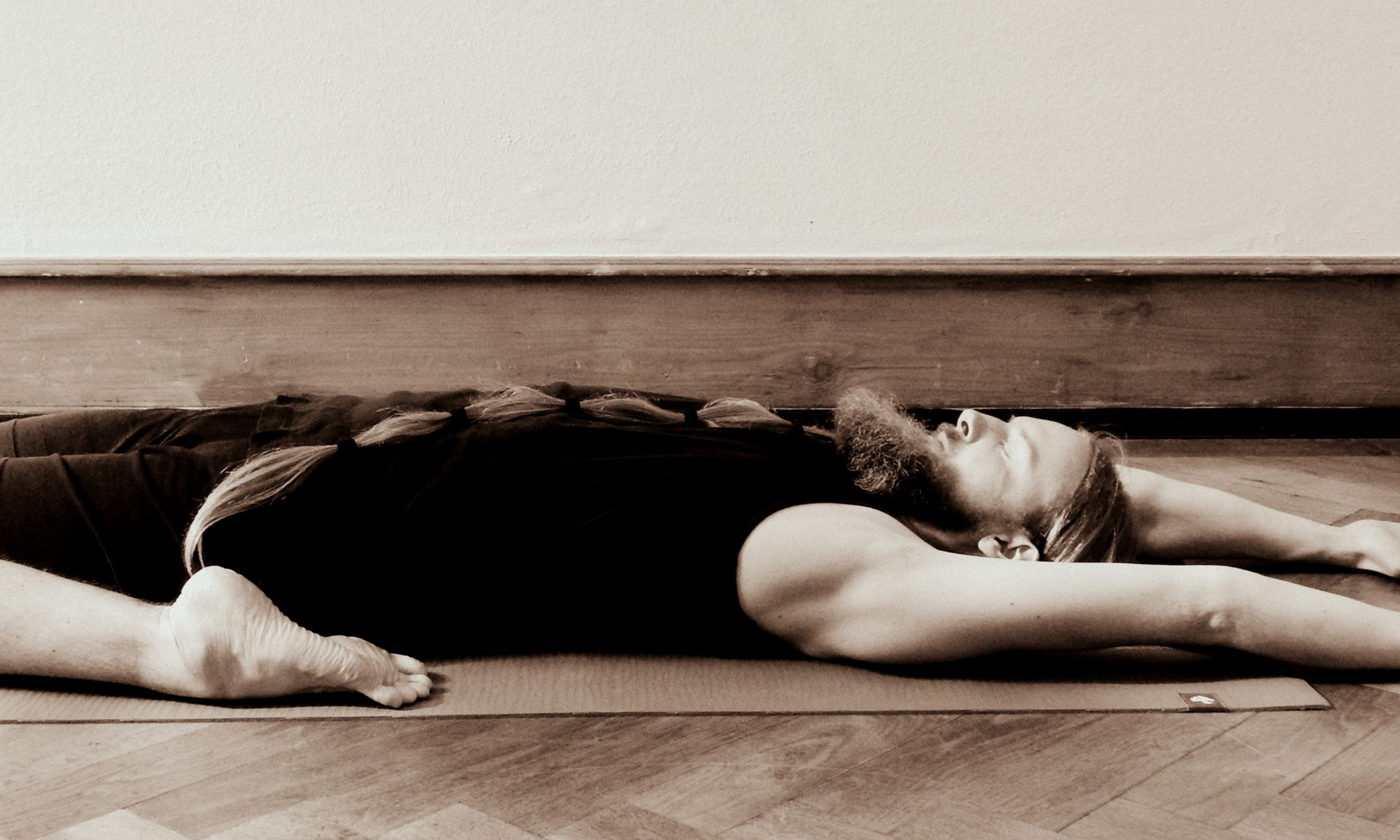 athaHatha Yoga Timo asana supta virasana